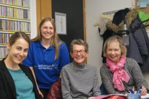 Gruppenbild mit Damen: Wieder live aus dem Studio kommt die Sendung von Phylicia Osterwalder (2. v.l.) über die Spitalseelorge und den IDEM-Dienst. Mit auf dem Bild die Spitalseelsorgerin Veronika Jehle und die beiden IDEM-Frauen Marianne Dudle und Elisabeth Dolder (von links)