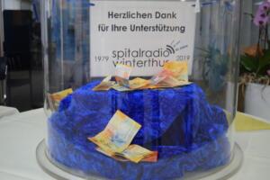 In der Eingangshalle des Kantonsspitals wartet die Spendenkasse auf grosszügige Besucher, die den Freiwilligen-Sender unterstützen mögen..